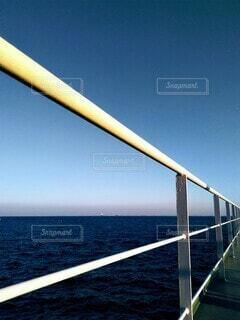 手すりから見る水平線。の写真・画像素材[3883649]