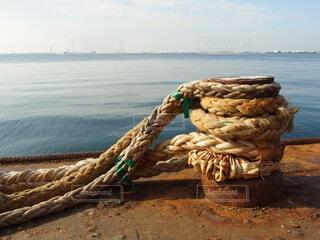 船の係留ロープとビットの写真・画像素材[3968109]