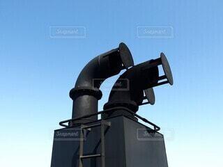 青い空と船の煙突の写真・画像素材[4202791]