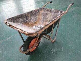 サビだらけの一輪車の写真・画像素材[4307277]