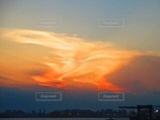 不思議な形の雲の夕焼け。の写真・画像素材[4795442]