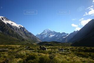 山と草原、静かな場所の写真・画像素材[3841381]