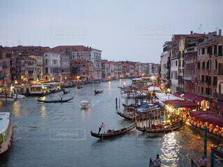 夕方の運河の写真・画像素材[3849702]