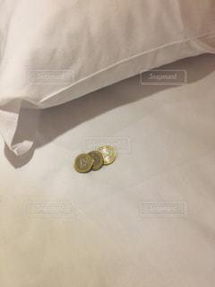 ベッドの上でメガネのペア - No.967050