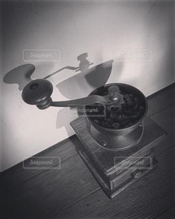 テーブルに座っているポットの写真・画像素材[1379852]