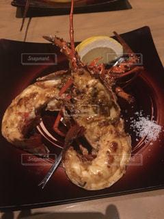 フォークで食べ物の皿の写真・画像素材[1488332]