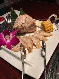 ナイフで食べ物の皿の写真・画像素材[1488334]