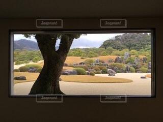 絵画のような窓からの風景の写真・画像素材[3887989]
