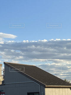 青空と黒い雲と綺麗な白い雲の写真・画像素材[3871713]