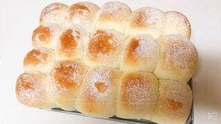 出来たてのミルクちぎりパンの写真・画像素材[3867929]
