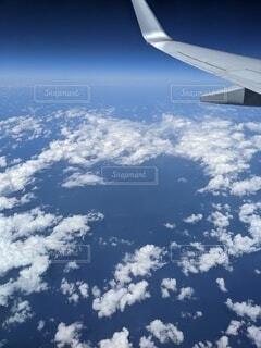 雲上より見る青の世界の写真・画像素材[3945925]