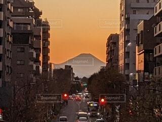 街とダイヤモンド富士後のオレンジの光景の写真・画像素材[3989399]
