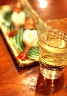 酒と海老のお刺身の写真・画像素材[1364950]