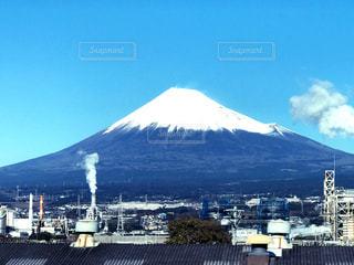 工場地帯と富士山の写真・画像素材[1365272]