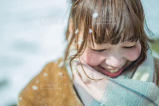 雪と女の子の写真・画像素材[3891737]