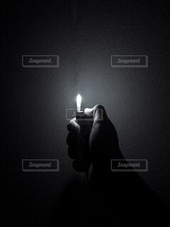 ライターを持つ手の写真・画像素材[4308499]