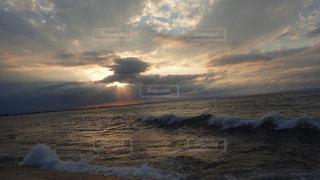富山湾と夕日(曇り)1の写真・画像素材[1549548]