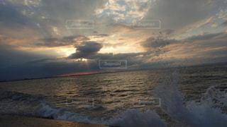 富山湾と夕日(曇り)2の写真・画像素材[1549549]