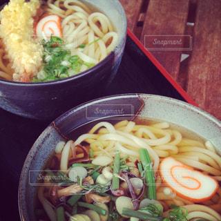 天ぷらうどんと山菜うどんの写真・画像素材[1563520]