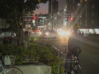 夜の交差点の写真・画像素材[3884520]