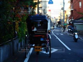 京の町を走る人力車の写真・画像素材[3919385]