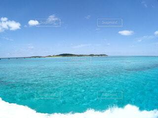 海から見た池間島の写真・画像素材[3893070]