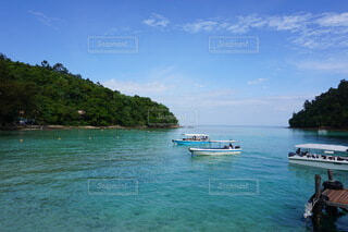 海外のに美しい海とボートの写真・画像素材[3886797]
