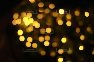ゴールドのイルミネーションの写真・画像素材[3888601]