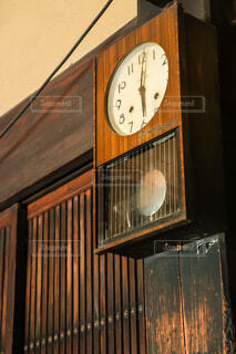 古民家の壁時計の写真・画像素材[3895040]