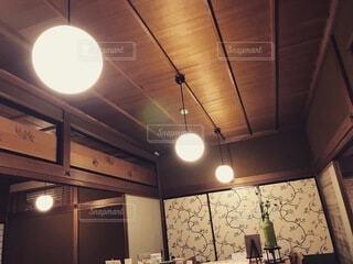 レトロなカフェのレトロな電球の写真・画像素材[3899769]