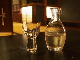 ボトルとワインのグラスをクローズアップの写真・画像素材[3896817]