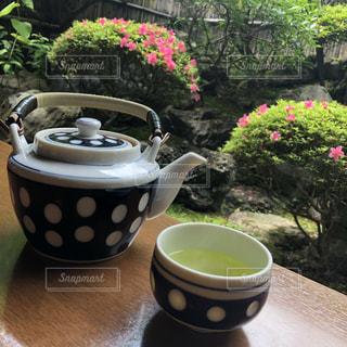 テーブルの上のコーヒー カップの写真・画像素材[1259526]