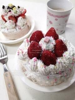 手作りケーキとカフェラテと♡の写真・画像素材[4003871]