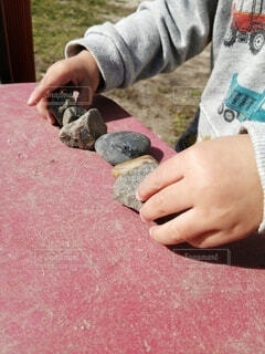 公園でおままごとをしている子供の写真・画像素材[4292250]