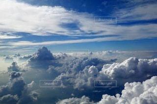 モリモリ雲の写真・画像素材[3921754]