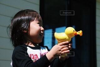 アヒルのしゃぼん玉の写真・画像素材[4080754]