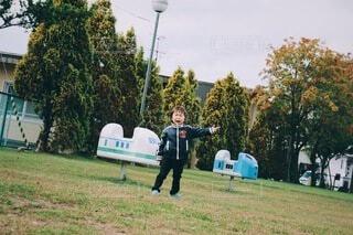 公園にて、あっち行こー!!の写真・画像素材[4127633]