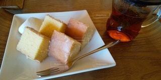バウムクーヘンと紅茶の写真・画像素材[3952277]
