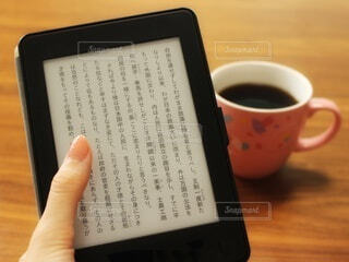 電子書籍の読書の写真・画像素材[4106516]