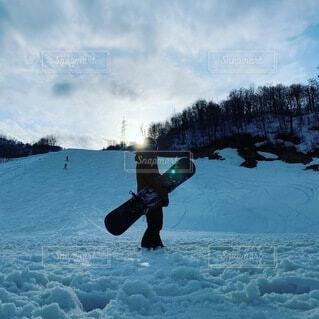 スノーボードと私の写真・画像素材[3929677]