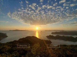 海に沈む夕陽の写真・画像素材[3979212]