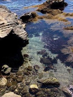 透き通った綺麗な海の写真・画像素材[3936309]