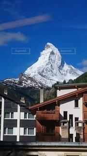 雪に覆われた山の写真・画像素材[3942314]
