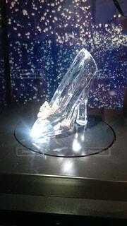 輝くガラスの靴の写真・画像素材[3942318]