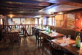 フランスにあるオシャレなレストランの写真・画像素材[3942365]