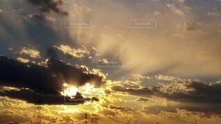 神秘的で神々しい素敵な雲に感動の写真・画像素材[3945473]