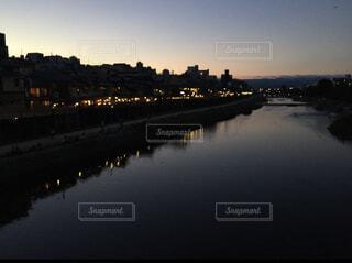 水の体に架かる橋の写真・画像素材[3948145]