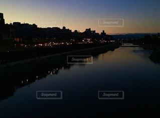 水の体に架かる橋の写真・画像素材[3948148]