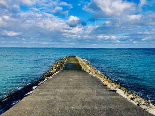 水域の隣の砂浜の写真・画像素材[3948161]