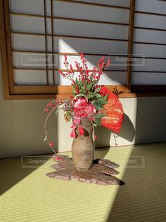 日差しと和風飾りの写真・画像素材[4040630]